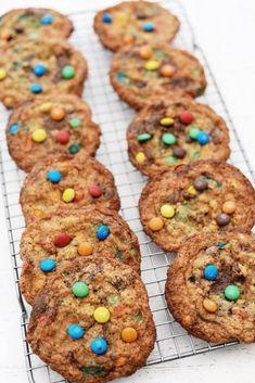 Opskrift på de bedste cookies med M&Ms og havregryn Cookie Dough, Cereal, Cookies, Breakfast, Baking Soda, Cooking, Crack Crackers, Morning Coffee, Cookie Recipes