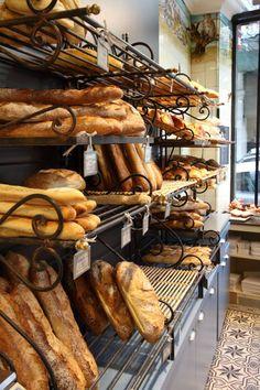 Boulangerie de la martinière - lyon - 2015 bakery в 2019 г. Bread Display, Bakery Display, Bakery Shop Design, Cafe Design, Design Design, Corner Bakery, How To Store Bread, Bakery Interior, Deco Restaurant