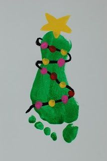 christmas art craft for preschool - The ornaments could be their finger prints :) who needs paint brushes anyways!
