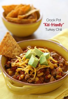 This CrockPot turkey chili recipe is just for the kiddos (or picky family members)! A kid-friendly chili with ground turkey, corn, bell pepper, tomatoes and spices. Serve it with some chips on the side for the perfect back to school lunch. Healthy Recipes, Skinny Recipes, Chili Recipes, Slow Cooker Recipes, Soup Recipes, Cooking Recipes, Healthy Chili, Cooking Tips, Freezer Recipes