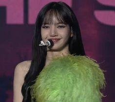 Blackpink Lisa, Kim Jennie, Yg Entertainment, South Korean Girls, Korean Girl Groups, My Girl, Cool Girl, Blackpink Icons, Aesthetic Women