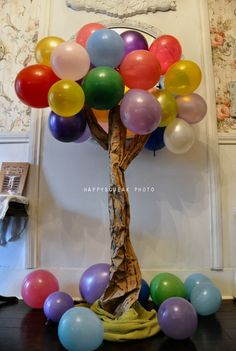 Balloon Tree Birthday Decor. LOVE THIS for the entrance to the parking lot