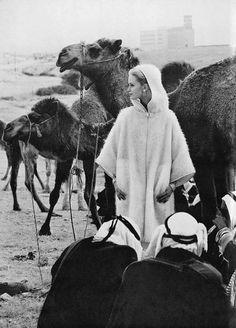 عارضة الأزياء العالمية سيليا هاموند في بئر السبع عام 1962  Celia Hammond in Beersheba-Palestine 1962