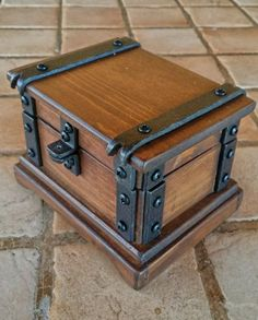 wood jewelry box , rustic wood watch box reclaimed wood handmade in Italy - Wooden chest - Diy Wood Box, Wood Boxes, Rustic Wood Box, How To Antique Wood, Old Wood, Rustic Wood Furniture, Diy Furniture, Painting Furniture, Diy Painting