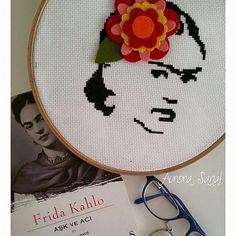 Frida Kahlo: Cross Stitch / cerchio