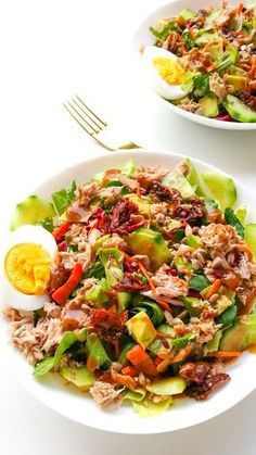 Kiedy masz ochotę na sałatkę, która nie jest kolejną wersją sałatki greckiej. Ta sałatka z tuńczykiem i suszonymi pomidorami to przepis, który z wami zostanie na dłużej. Appetizer Recipes, Lunch Recipes, Salad Recipes, Vegetarian Recipes, Cooking Recipes, Healthy Recipes, Home Food, I Love Food, Food Inspiration