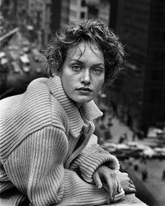 peter lindbergh - Amber Valletta, New York, 1993 Peter Lindbergh, Amber Valletta, The New Yorker, Portrait Photography, Fashion Photography, Nadja Auermann, Spring Photos, Jolie Photo, Julia