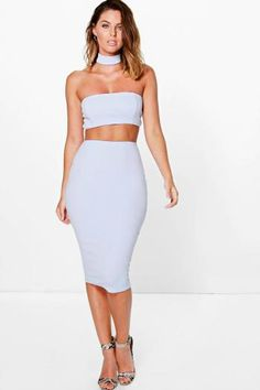 Boohoo - Choker Cut Out Bandeau Midi Dress sky - https://clickmylook.com/product/choker-cut-out-bandeau-midi-dress-sky/2751644