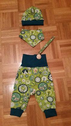 baby kombi: hose, sabber tuch, mütze uns schnullerkette Babys, Harem Pants, Fashion, Trousers, Kids, Babies, Moda, Harem Trousers, Fashion Styles