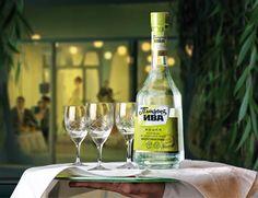 Плакучая Ива - водка (3) Russian Vodka, White Wine, Alcoholic Drinks, Glass, Food, Drinkware, Corning Glass, Essen, White Wines