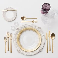 Simply white and gold. A Japanese style place setting where the menu will be detailed and flavorful with an extravagant presentation. The supple table settings will not distract from the 5 course played menu service http://amauiweddingday.com