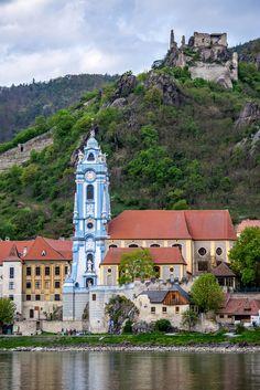 Dürnstein Abbey and Castle Wachau Valley Lower Austria [OC] [4000x6000]
