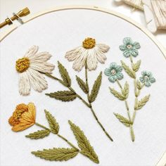 Modern hand embroidery of wild flowers 🌼 By @urbannnest For more embroidery inspiration, visit DMC.com to see our hundreds of FREE patterns. Hand Embroidery Patterns Flowers, String Art Patterns, Embroidery Kits, Flower Patterns, Crochet Embellishments, Dmc, Headband Pattern, Embroidery For Beginners, Knitting Designs