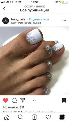 The advantage of the gel is that it allows you to enjoy your French manicure for a long time. There are four different ways to make a French manicure on gel nails. Pretty Toe Nails, Cute Toe Nails, My Nails, Gel Toe Nails, Pretty Pedicures, Gel Toes, Shellac Toes, Acrylic Toe Nails, Bling Nails