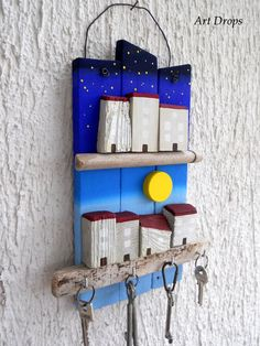 50 Rustic Diy Key Holder Ideas - Home Driftwood Projects, Driftwood Art, Diy Projects, Arte Pallet, Pallet Wood, Wooden Crafts, Pebble Art, Wood Design, Painting On Wood