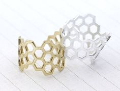 Beautiful and trendy, high fashion Honeycomb ring. Size/Dimensions/Weight The size of ring is approx 5US ~ 9US (adjustable).  Materials utilized Made