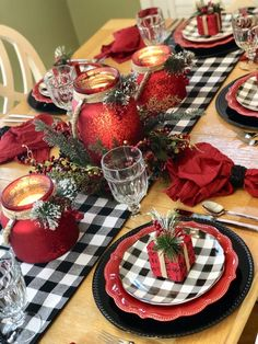 Christmas Tablescapes, Christmas Table Settings, Christmas Table Decorations, Holiday Tablescape, Gold Christmas, Christmas Home, Christmas Holidays, Christmas Trees, Christmas Crafts