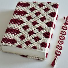 We offer online training in macrame. Free Macrame video tutorials and patterns. How to make your own Handmade Jewelry. Macrame Bag, Macrame Knots, Macrame Bracelets, Loom Bracelets, Crochet Book Cover, Crochet Books, Free Macrame Patterns, Friendship Bracelets Tutorial, Bracelet Tutorial
