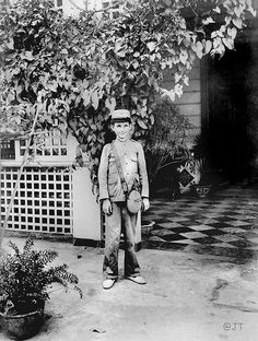 Manly Lawton in uniform, Lawton residence, Manila, Philippines, 1899 Rare Photos, Vintage Photos, Treaty Of Paris, Philippine Holidays, The Spanish American War, Manila Philippines, Old Pictures, The Past, Places