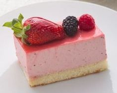 Cakes To Make, Dessert Simple, Cream Puff Recipe, Cream Recipes, Classic Desserts, French Desserts, Desserts Français, Dessert Recipes, Coulis Recipe