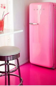 pink smeg and painted floor! I would love a pink smeg for my house Pink Lady, Vintage Pink, Tout Rose, Deco Rose, I Believe In Pink, Everything Pink, Vintage Kitchen, Vintage Fridge, Vintage Refrigerator