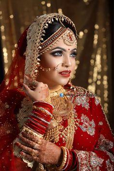 Indian Bridal Photos, Indian Wedding Poses, Indian Wedding Pictures, Candid Wedding Photos, Wedding Couple Photos, Indian Wedding Couple Photography, Bride Photography, Photography Ideas, Wedding Saree Collection