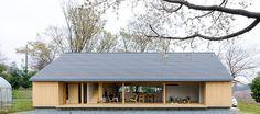 自然と家を開放的につなげる自然環境の素晴らしさを倍加して楽しめる空間