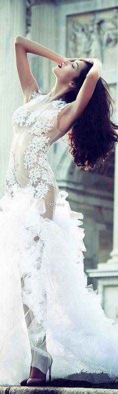 Leo Sicairo 2013 - Definitely a statement Wedding Dress
