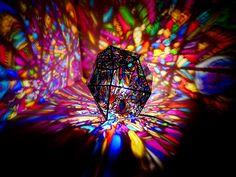 大きく広がる色彩と影。 ステンドグラスランプ。 #stainedglass #lamp #art #stainedglassmie