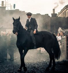 Cillian Murphy as Thomas Shelby Peaky Blinders BTS 💜 Peaky Blinders Series, Peaky Blinders Quotes, Peaky Blinders Thomas, Peaky Blinders Season, Cillian Murphy Peaky Blinders, Boardwalk Empire, Peaky Blinders Merchandise, Cillian Murphy Tommy Shelby, Peeky Blinders