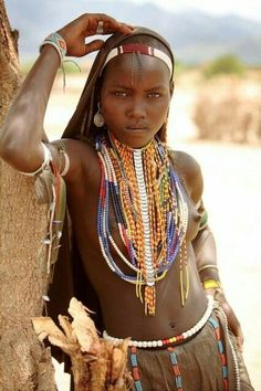 Capture d'écran : ⁨Image : http://37.media.tumblr.com/8493020624e81c25731280622893c1c0 ...⁩ Tribal Women, Tribal People, African Jewelry, Beautiful African Women, African Beauty, African Fashion, Beautiful Black Women, Beauty Around The World, People Around The World