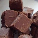 A tried and trusted recipe for easy fudge contains marshmallow creme, chopped walnuts, and a bag of chocolate chips. Use the stovetop method or see the note for a way to make it using the microwave oven. Fudge Recipes, Candy Recipes, Dessert Recipes, Dishes Recipes, Sweet Recipes, Yummy Recipes, Keto Recipes, Snack Recipes, Chocolate Morsels