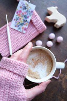 Hej Hanse: Pretty and warm: crochet Ratz-Fatz wrist warmers - Knitting for Beginners Crochet Pony, Crochet Horse, Crochet Eyes, Crochet Unicorn, Filet Crochet, My Little Pony Plush, Unicorn Doll, Wrist Warmers, Sewing Basics
