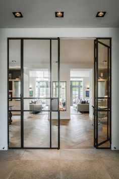Stalen binnendeuren met glas | hal inrichting | interieur inspiratie | hallway ideas | Hoog.design