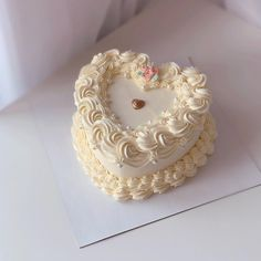 Heart Birthday Cake, Pretty Birthday Cakes, Happy Birthday Cakes, Pretty Cakes, Beautiful Cakes, Heart Cake Design, Foto Pastel, Hot Chocolate Gifts, Enjoy Your Meal