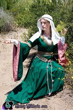 Bliaut - The bliaut was a popular court dress in 12th century France