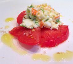 Domingo de #tomate y #ensaladilla de #surimi #lechuga #huevo  ...