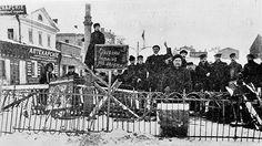 Баррикада в центре Москвы на Долгоруковской улице. 1905 год
