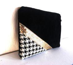 """Pochette en velours noir """"haute couture"""" et jersey gaufré « Pied de poule »– ruban or à sequins  – doublure en coton noire"""