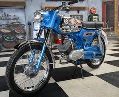 Zundapp 517 NL Kenteken Bouwjaar 1972 bieden Vespa Girl, Moped Scooter, Bike Design, Bobber, Cars And Motorcycles, Motorbikes, Race Cars, Cool Cars, Classic Cars