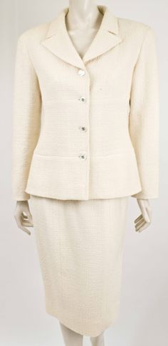 Chanel  SOLD! Suit. - http://www.pandoradressagency.com/latest-arrivals/product/chanel-22/