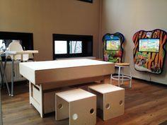 Houten kinderspeeltafel voor LEGO en tekenen. Ideaal als kinderhoek in winkel of restaurant.