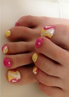 Pretty Feet for All With Fake Toe Nails - Nail Art Design Cute Toe Nails, Fancy Nails, Love Nails, Pretty Nails, My Nails, Pretty Toes, Nail Art Designs, Pedicure Designs, Toe Designs