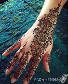 henna designs If you are trying to learn mehendi on your own then here are the best Arabic mehndi designs images & photos that you can use to learn and practice mehndi. Best Arabic Mehndi Designs, Pretty Henna Designs, Indian Henna Designs, Henna Tattoo Designs Simple, Full Hand Mehndi Designs, Mehndi Designs 2018, Modern Mehndi Designs, Mehndi Design Pictures, Mehndi Designs For Beginners