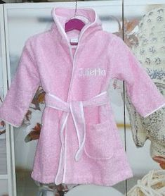Bordados Loymar: ALBORNOZ NIÑA PERSONALIZADO Hoy es el cumpleaños d... Spa Party, Love Sewing, Store Fronts, Girls Wear, Baby Wearing, Couture, Baby Dolls, Little Girls, Creations