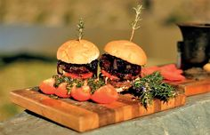 Ostrich meat is a great alternative to beef: try it in this delicious braai burger recipe. Braai Recipes, Burger Recipes, Meat Recipes, Cooking Recipes, Burger Night, Burger Bar, Ostrich Meat, Tasty, Yummy Food