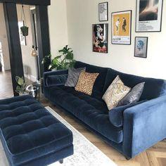 Charcoal Sofa Living Room, Blue Velvet Sofa Living Room, Corner Sofa Living Room, Retro Living Rooms, Blue Living Room Decor, Living Room Color Schemes, Living Room Colors, Navy Blue Velvet Sofa, Velvet Corner Sofa