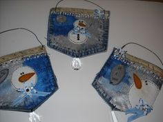Would be great to hold gift cards! Christmas Makes, Christmas Holidays, Christmas Ornaments, Christmas Child, Christmas Things, Christmas Ideas, Jean Crafts, Denim Crafts, Handmade Christmas Decorations