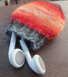 Quick Knit Headphone Holder - Keep your earbuds from getting tangled with this Quick Knit Headphone Holder. Knit in the stockinette stitch, this earphone holder is a marvelous stash buster pattern that you can easily whip up in an hour or two. If you are looking for teen gift ideas or stocking stuffers for Christmas, then this is the perfect pattern for you. Homemade gifts ideas have never been easier or faster. Knitting patterns for tech accessories can be hard to come by, but this will quickly