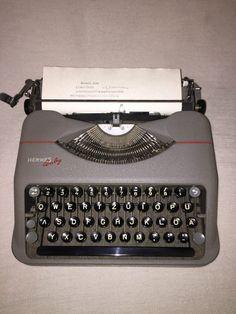 Tragbare mechanische Schreibmaschine Hermes Baby portable typewriter